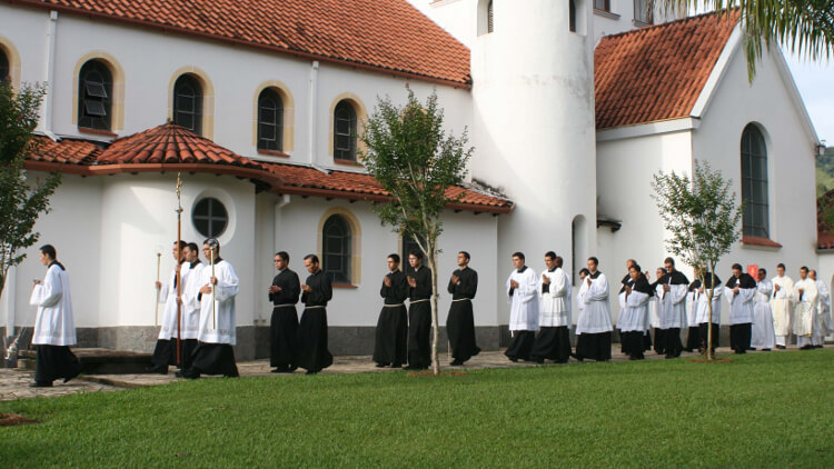 About us - Who are the Canons Regular of the Holy Cross?